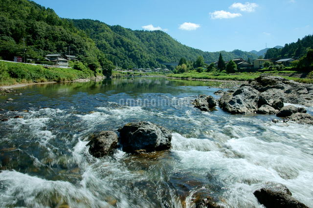 長良川 早瀬と山並の写真素材 [FYI03930404]