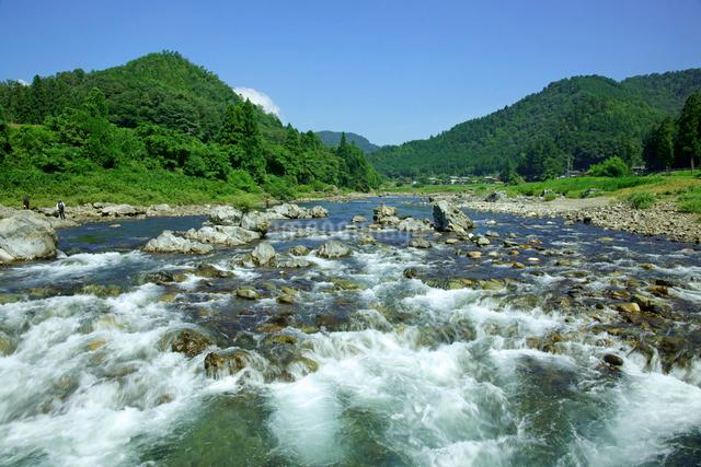 長良川 早瀬と山並の写真素材 [FYI03930408]