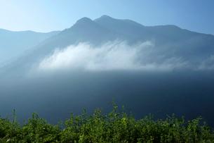 中山道 鳥居峠より見る坊主岳(1960m)の写真素材 [FYI03930498]