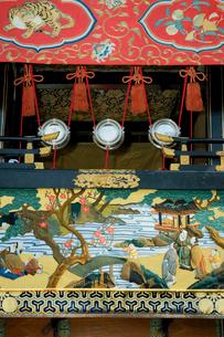 上野天神祭 楼車(だんじり)・西町 花冠(かかん)の水引幕 の写真素材 [FYI03930693]