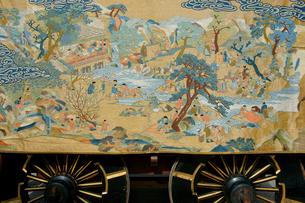 上野天神祭 楼車(だんじり)・東町 桐本の胴幕の写真素材 [FYI03930697]
