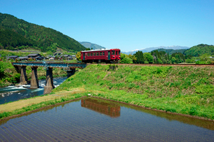 長良川鉄道と長良川の写真素材 [FYI03930827]