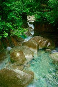 竜神の滝下流の川上川 夕森公園 の写真素材 [FYI03930939]