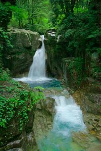 竜神の滝・川上川 夕森公園 の写真素材 [FYI03930976]