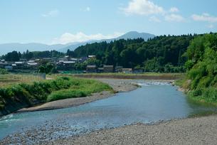 牧田川と三ッ里,烏帽子岳を望むの写真素材 [FYI03931079]