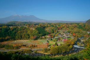 御嶽山と西野川,の写真素材 [FYI03931101]