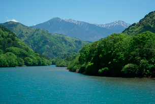 王滝川,木曽川支流より駒ケ岳を望むの写真素材 [FYI03931233]