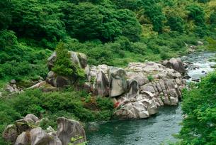 天狗岩と木曽川の写真素材 [FYI03931259]