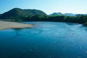長良川と清水山(左) 千鳥橋より望むの写真素材 [FYI03931268]