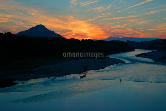 長良川の夕景 千鳥橋より岐阜城を望むの写真素材 [FYI03931272]