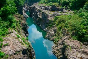 飛水峡・飛騨川 の写真素材 [FYI03931460]