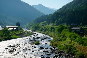 小坂川・上流を望む 道の駅はなもも付近 の写真素材 [FYI03931520]