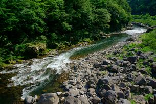 飛騨川 国道41号線の三原大橋より下流を望む の写真素材 [FYI03931526]
