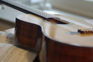 アコースティックギターの写真素材 [FYI03932169]