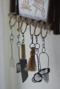 ガーデン小物とポストカードの写真素材 [FYI03932171]