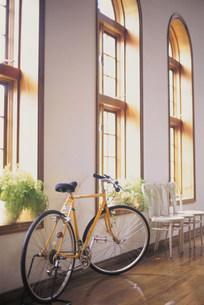 インテリア  自転車の写真素材 [FYI03932551]