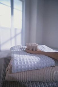 タオルとブラシの写真素材 [FYI03932591]