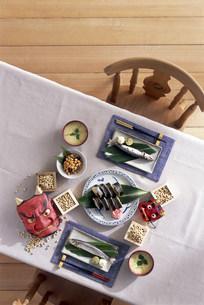 セッティングされたテーブル 節分イメージの写真素材 [FYI03932899]