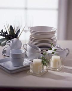 テーブルの上の食器の写真素材 [FYI03932908]