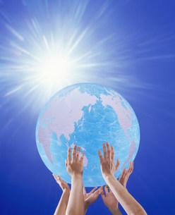 光と地球イメージの写真素材 [FYI03933451]