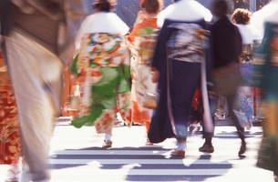 着物を着た人々の写真素材 [FYI03933462]