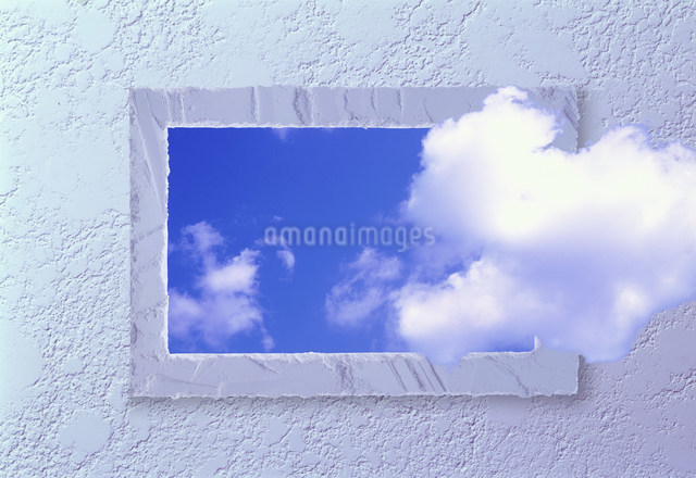 窓と雲の写真素材 [FYI03933913]