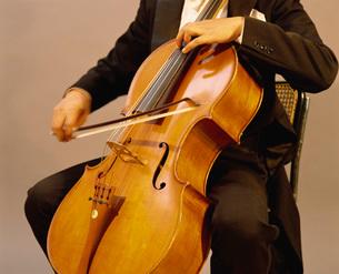 チェロ奏者の写真素材 [FYI03934217]