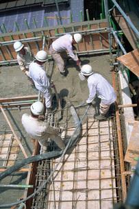 工事現場の作業員の写真素材 [FYI03935939]