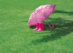 傘と長靴の写真素材 [FYI03937649]