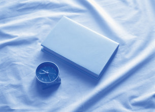 本と時計の写真素材 [FYI03939502]