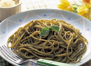 スパゲティ・バジリコの写真素材 [FYI03941102]