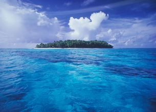 青い海と島の写真素材 [FYI03943624]