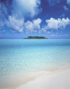 浜辺と海と雲の写真素材 [FYI03943628]