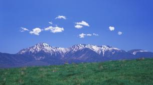 残雪の八ヶ岳の写真素材 [FYI03943685]