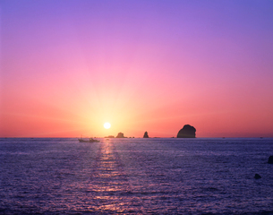 東シナ海の日の出の写真素材 [FYI03943719]