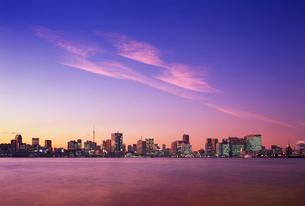 東京港の夕景の写真素材 [FYI03943750]