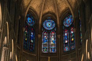 ノートルダム大聖堂のステンドグラスの写真素材 [FYI03943806]