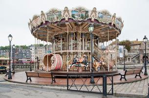 オンフルール港の回転木馬の写真素材 [FYI03943811]