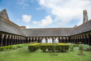 モンサンミッシェル修道院中庭の写真素材 [FYI03943822]