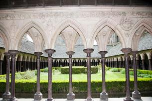 モンサンミッシェル修道院回廊の写真素材 [FYI03943828]