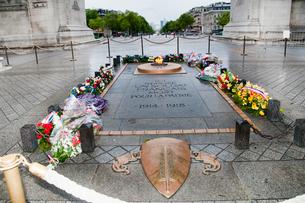 エトワール凱旋門無名戦士の墓の写真素材 [FYI03943851]