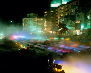 草津温泉 湯畑 ライトアップの写真素材 [FYI03944270]