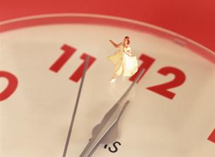 時計とシンデレライメージの写真素材 [FYI03944895]