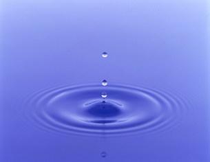 水滴の写真素材 [FYI03944913]