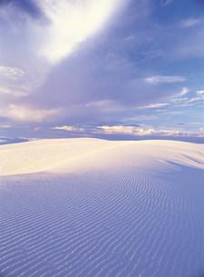 砂漠と砂紋の写真素材 [FYI03944985]