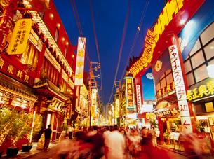 中華街の夜景の写真素材 [FYI03945050]
