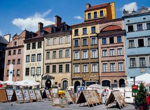 ワルシャワ旧市街市場広場の写真素材 [FYI03945064]