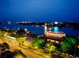 サイゴン川の夜景の写真素材 [FYI03945071]
