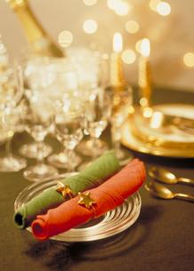 クリスマステーブルセッティングの写真素材 [FYI03945280]