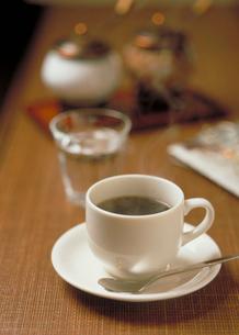 カウンター上のコーヒーの写真素材 [FYI03945328]